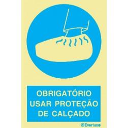 OBRIGATÓRIO USAR PROTEÇÃO DE CALÇADO