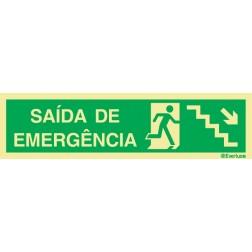 ESCADA DESCE À DIREITA PARA SAÍDA DE EMERGÊNCIA
