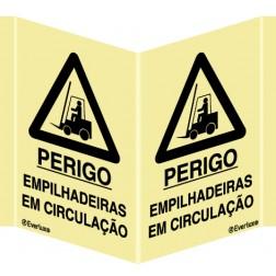PERIGO EMPILHADEIRAS EM CIRCULAÇÃO